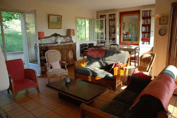 Maison familiale dans le Lot - Douelle