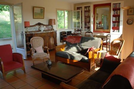 Maison familiale dans le Lot - Douelle - Rumah