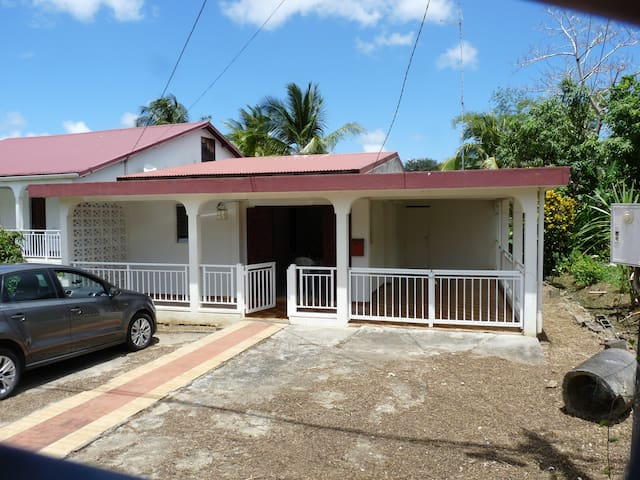 Classic local french home. - Morne-A-l'Eau - House
