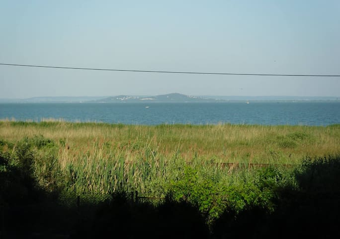 Panoramic view of Balaton from bed - Balatongyörök - Hus