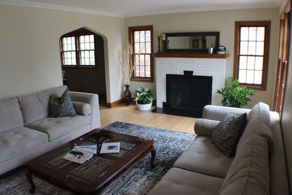 Nice spacious living space.