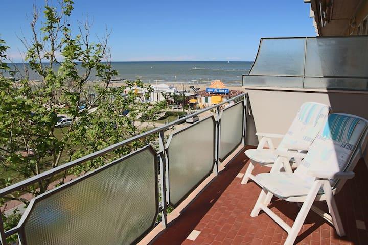 Appartamento lungomare seaside apt flats for rent in for Lungomare elevato