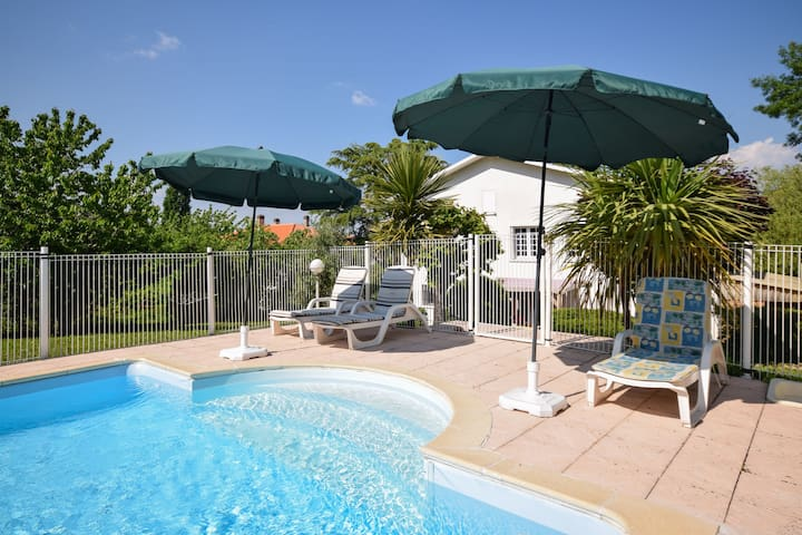 Beautiful family villa with private pool in quiet area of Villeneuve-sur Lot.