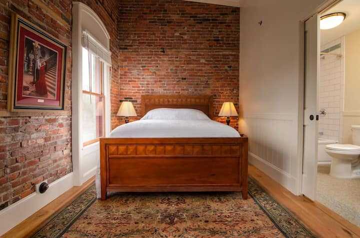 1867 Parkview Inn Boutique Hotel - Work or Relax like a Queen