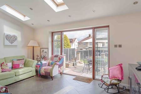 Fab 3 bed home,  well presented, parking, WiFi