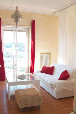 Lovely single room with balcony. - Rome - Appartement
