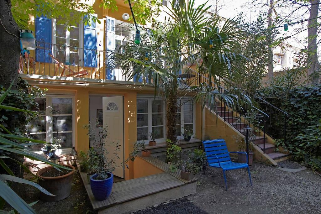 c ur de marseille chambre sur jardin sdb priv e maisons louer marseille provence alpes. Black Bedroom Furniture Sets. Home Design Ideas