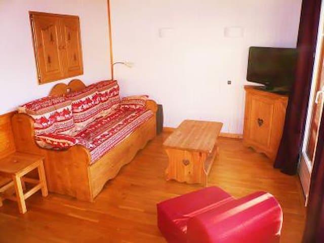 Alpe d'huez centre. 2 rooms appartment ***.