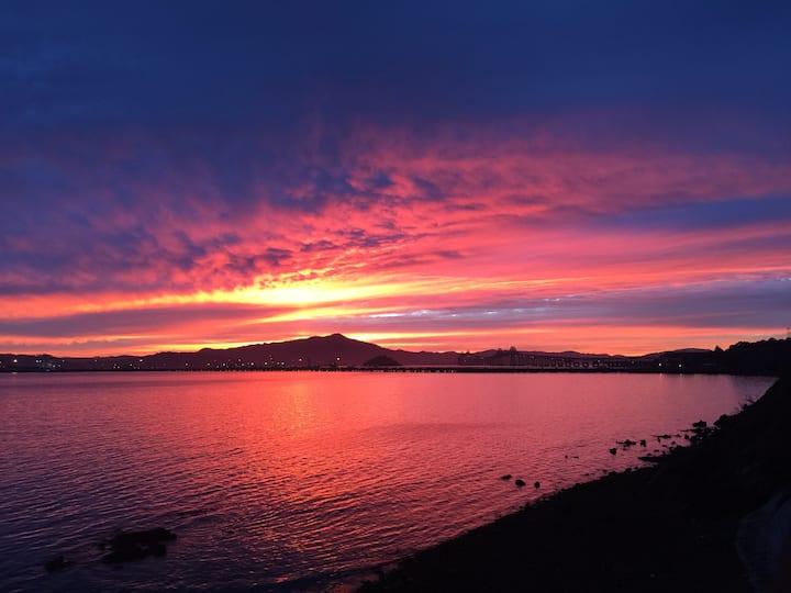 BEACHFRONT SF Bay Retreat 3BR 1.5B