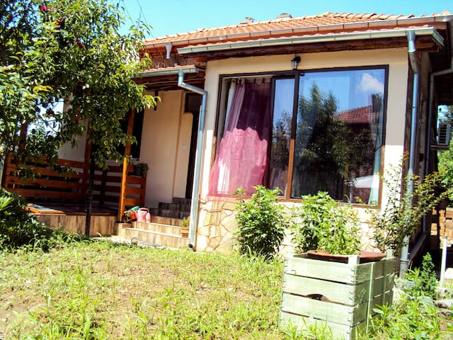 Cozy house with yard in beautiful Brestovitsa !