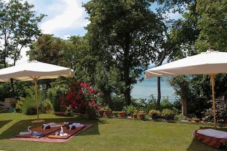 VillaGraziella1 sul lago, camera privata con bagno - Mattarana