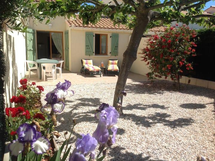 Jolie villa climatisée calme jardin clôt garage