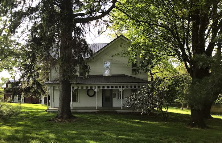 "Mitchell Ponds Inne ""The Farm House"""