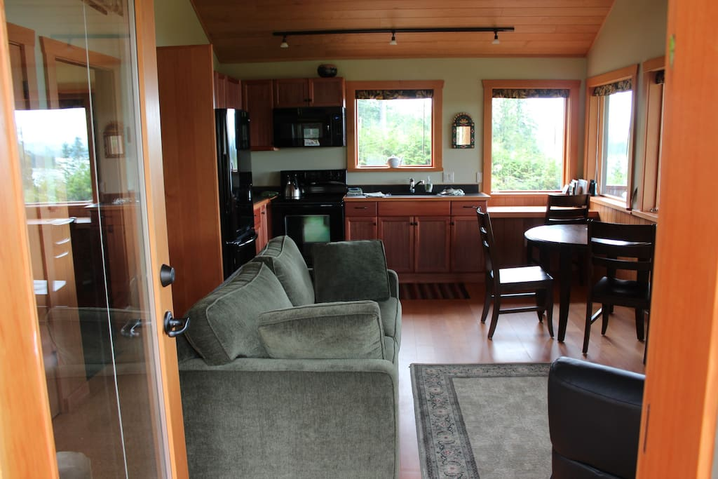Luna Vista 1-bedroom cabin has comfortable furnishings.