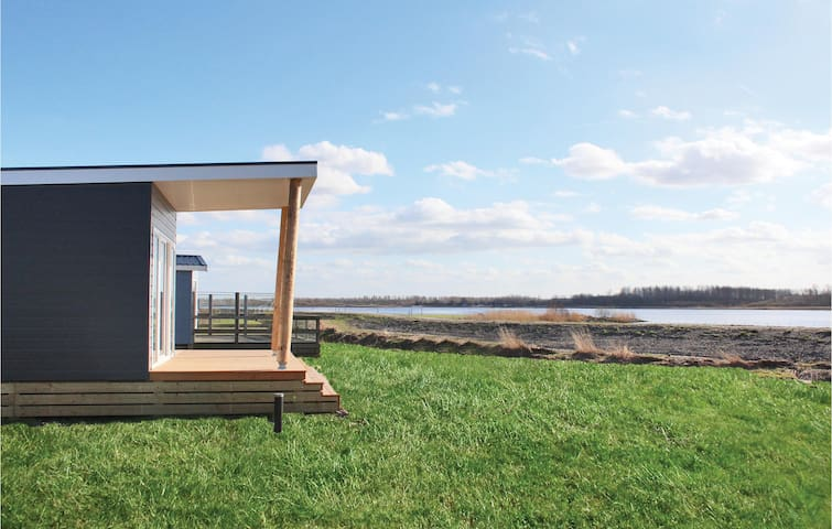 Holiday cottage with 2 bedrooms on 48m² in Lauwersoog