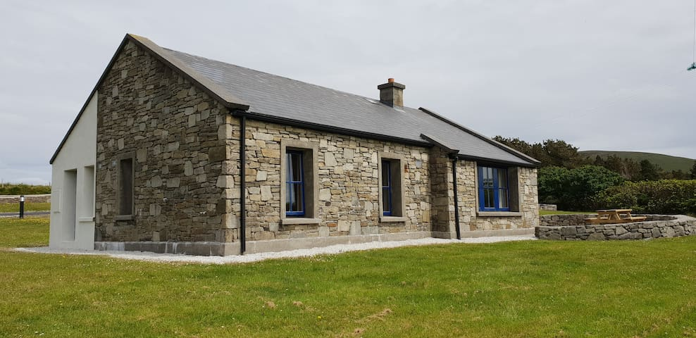 An Chreig Mhor, Achill Island-3 Bedrooms with WiFi