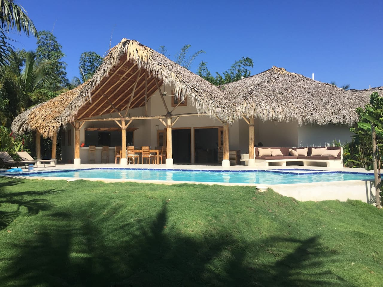 Main villa with 3 bedrooms, 3 bathrooms, large kitchen, living room with Netflix TV...