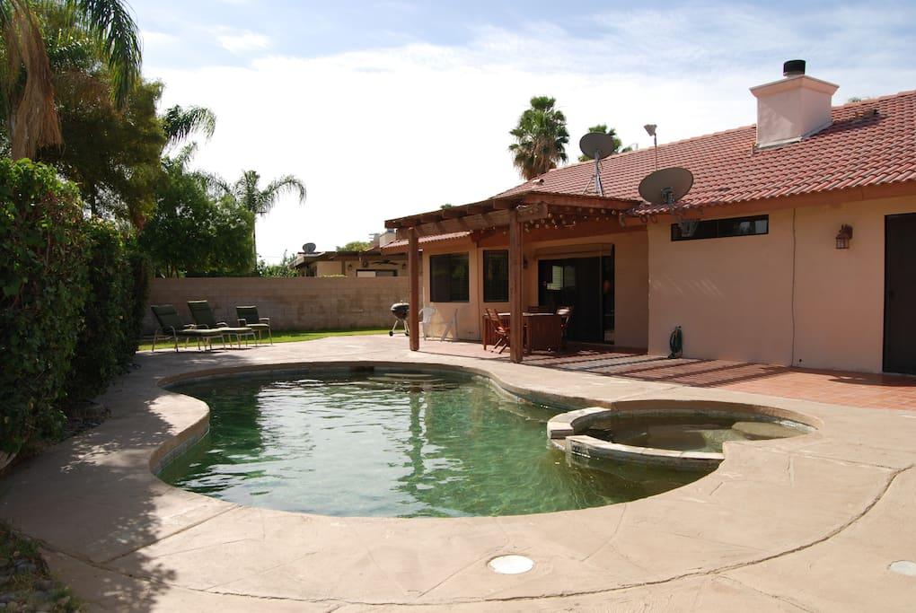 Backyard, pool, jacuzzi.