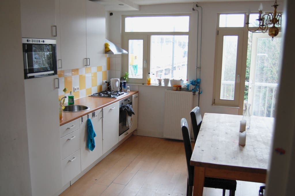 Fully equipped (shared) kitchen, table that seats 6.