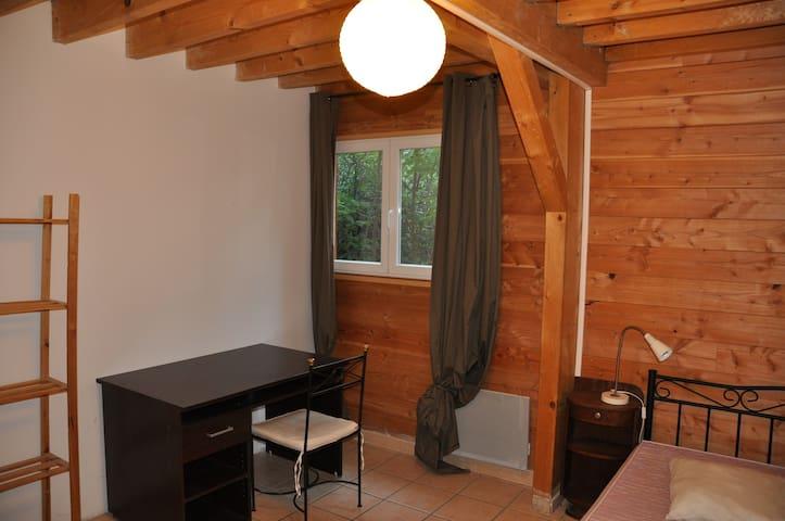 colocation dans une maison en bois maisons louer montpellier languedoc roussillon france. Black Bedroom Furniture Sets. Home Design Ideas