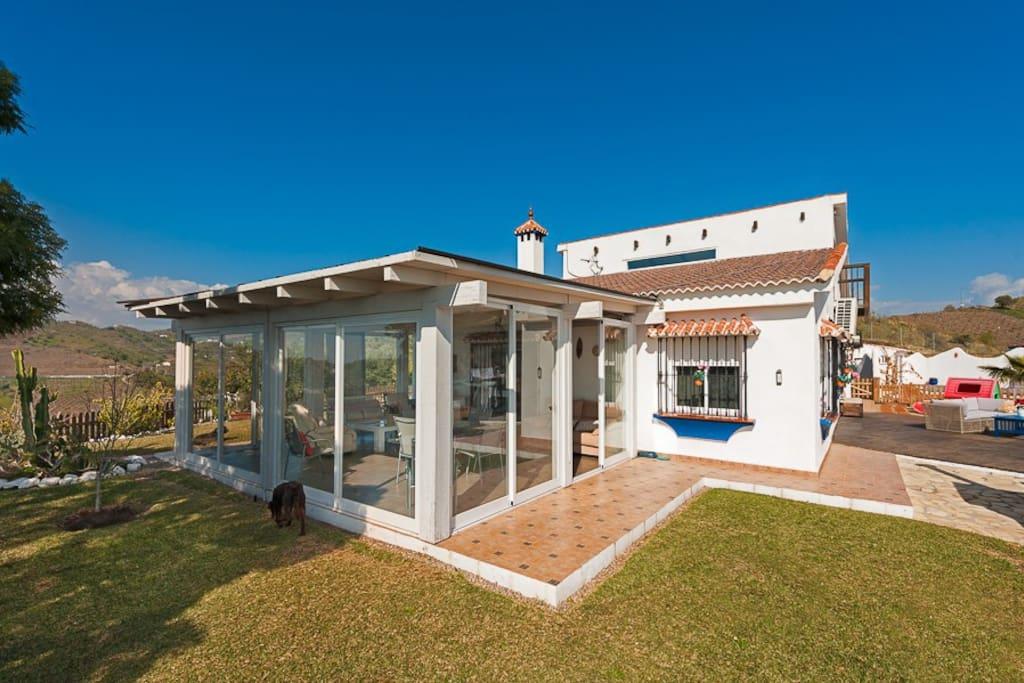 Superbe villa avec piscine vue mer et montagnes villas for Villa malaga piscine