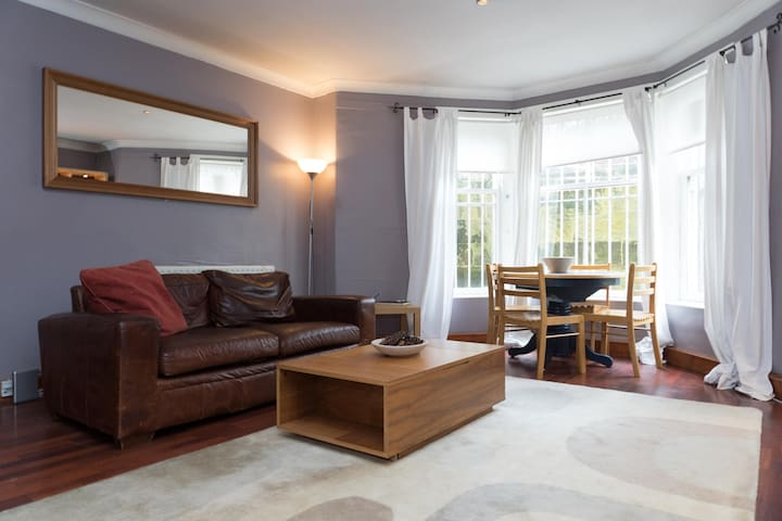 Fabulous peaceful Location, Marchmont apartment