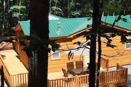Private Modern Log Cabin w/Hot Tub