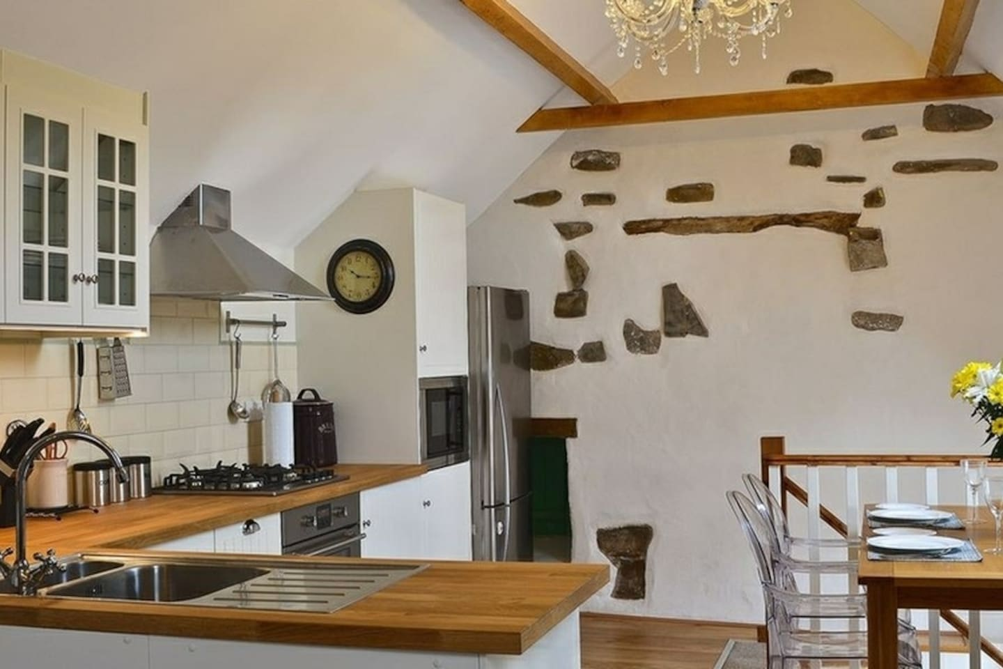 Great open-plan kitchen with all the bells & whistles, perfect for foodie guests