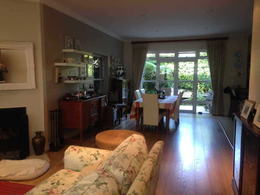 Large lounge and dinning, open plan.