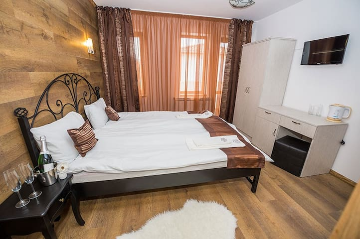 "Rooms in Hotel complex ""Sinjirite"" - Elena - Bed & Breakfast"
