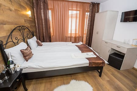 "Rooms in Hotel complex ""Sinjirite"" - Bed & Breakfast"