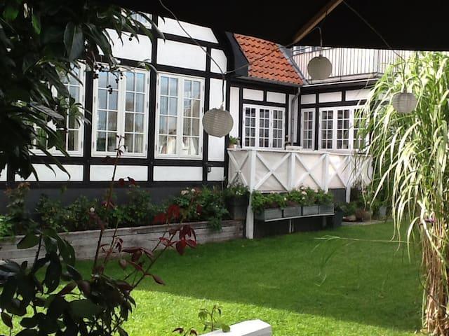 Charmerende villa med havudsigt og strandgrund - Middelfart - Casa