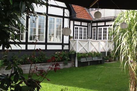 Charmerende villa med havudsigt