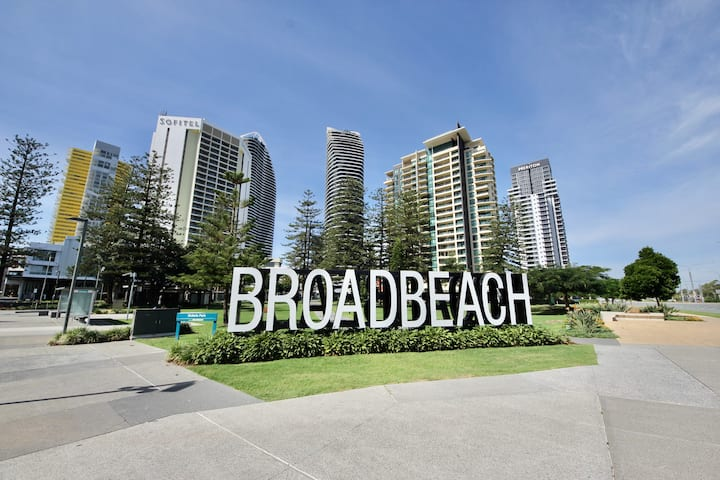 Luxury Broadbeach Oracle 9th floor Ocean View #904