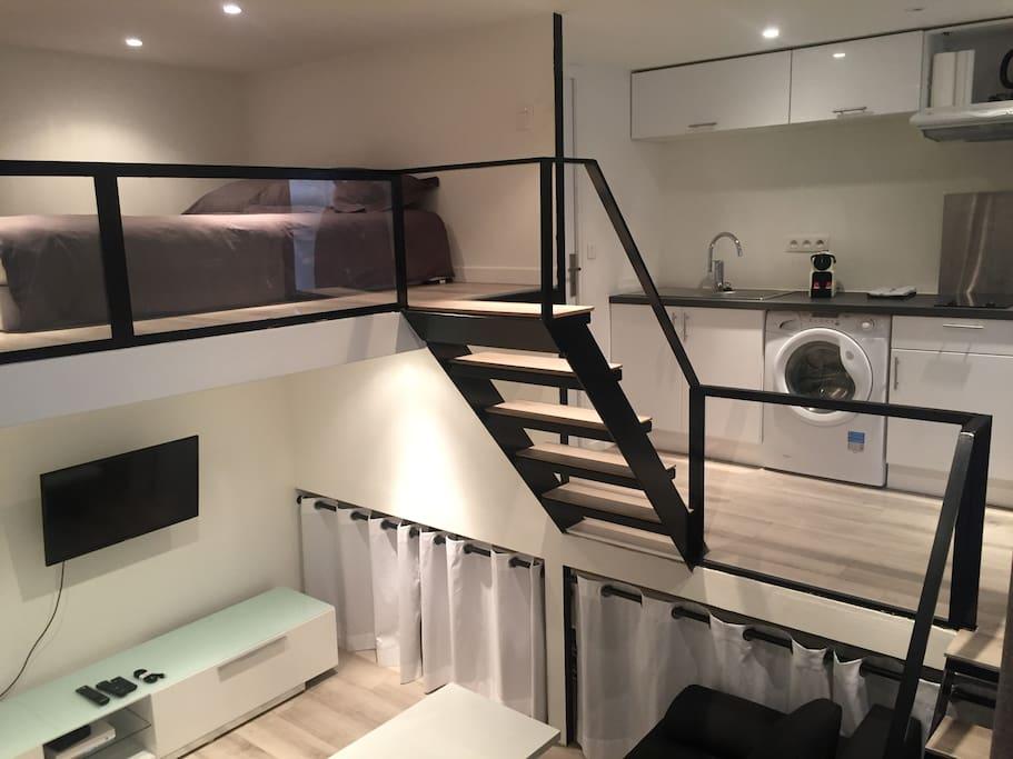 studio atypique avec coin nuit appartements louer cagnes sur mer provence alpes c te d. Black Bedroom Furniture Sets. Home Design Ideas