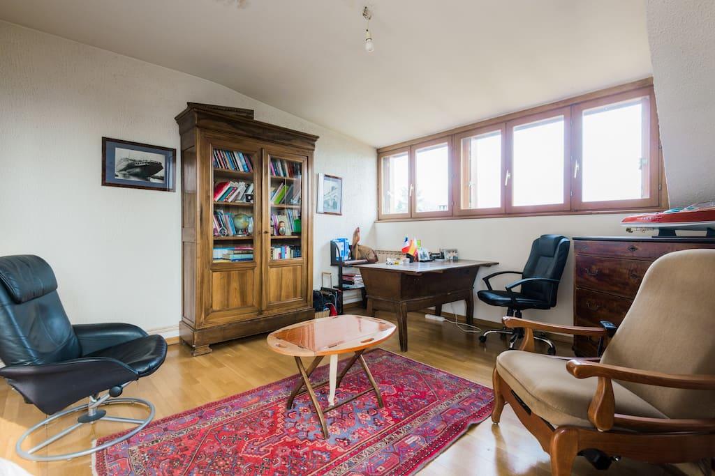 maison fleurie chambre 2 lits chambres d 39 h tes louer annecy le vieux rh ne alpes france. Black Bedroom Furniture Sets. Home Design Ideas