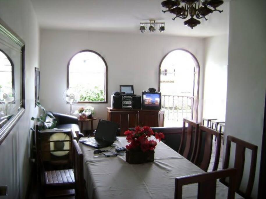 Sala conjugada e varanda