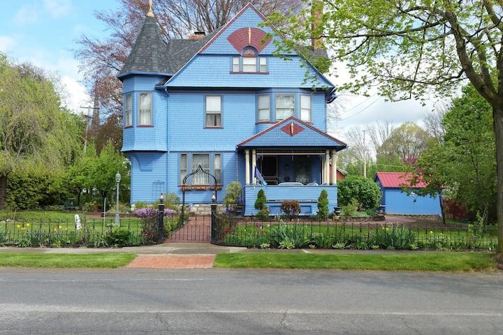 Historic Blue Rose Victorian B&B Fleur-de-lis Room