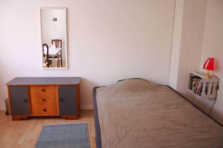 direkt am Kocher-Jagst-Radweg, weißes Zimmer - Schwäbisch Hall - Haus