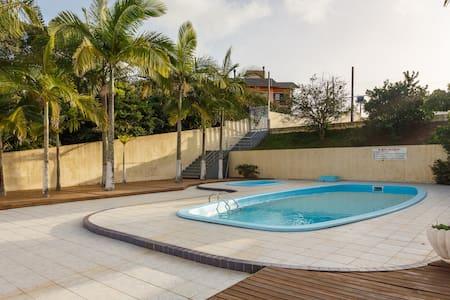 Apartamento na praia do Santinho. - Pis