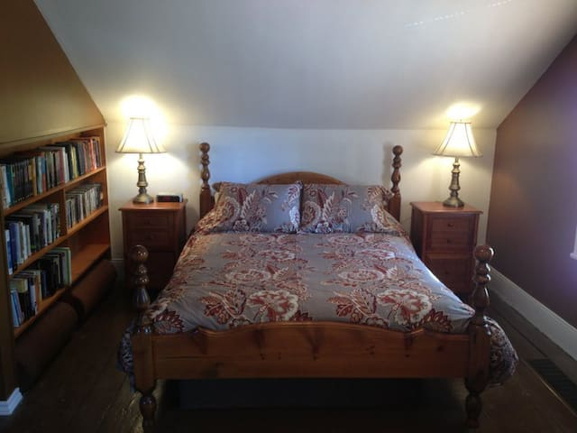 Baltimore B&B (queen room)