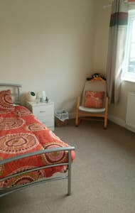 Room for rent in cosy, 3 bed house - Urmston - Hus