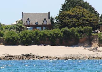 Villa De La Dune Piscine Plage  Mer Surf - Sibiril - Huvila