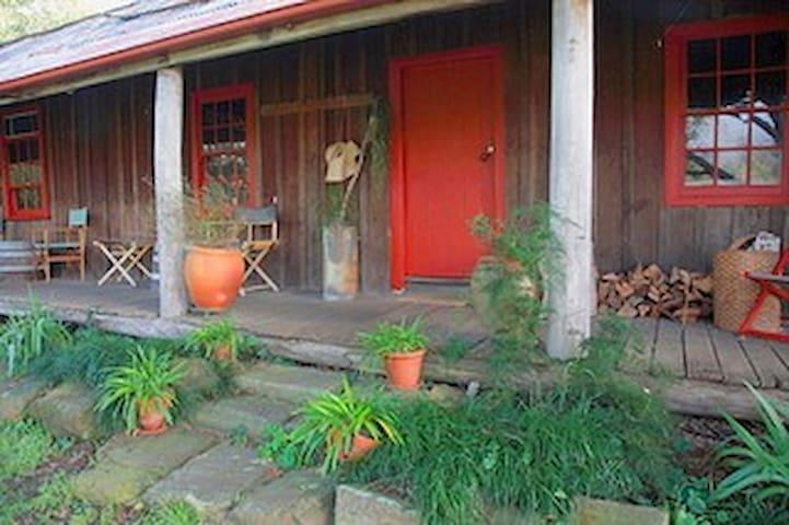 Settlers Cottage @ Undercliff  Wollombi