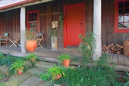 Settlers Cottage @ Undercliff - Wollombi