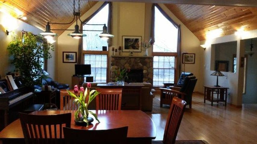 Gorgeous house for 10-12, perfect for the EAA! - Appleton - Casa