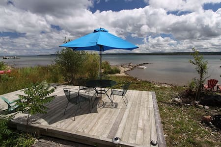 Waterfront Home w lakeside lounge - Owen Sound - กระท่อม