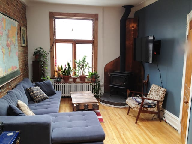 Big Gorgeous Sunny Gem w Roof Deck - Montréal - Appartement