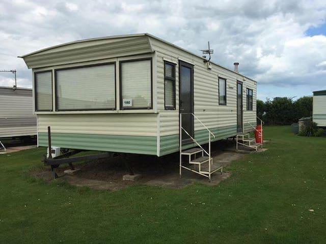 Static Caravan Dymchurch sleeps 6 people - Kent