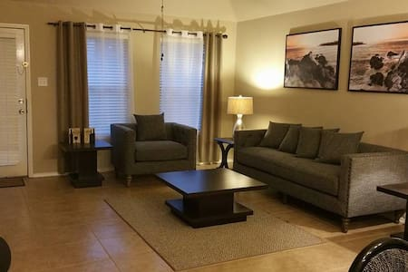 Cozy Home 2 Master room near Joe Pool Lake - Grand Prairie - Casa